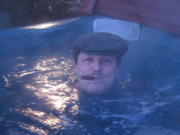 N2NQM in his Hottub!