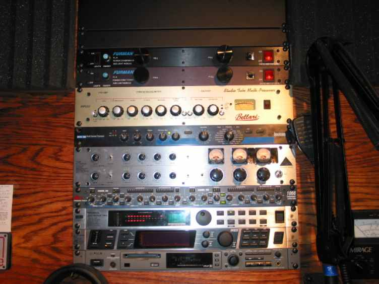 The Voodoo Audio Rack of N2NQM with the Bellari RP533!
